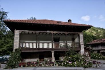 Casa rural casa de aldea el caser n cangas de on s - Casa rural en cangas de onis ...
