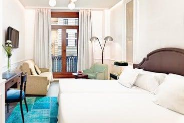 Madrid (mais vendido): H10 Villa de la Reina Boutique Hotel 4* desde 58€ por noite/pax (27 nov - 28 nov) [opção voos incl.]