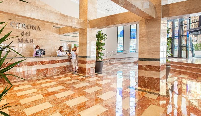 Front desk Hotel RH Corona del Mar Benidorm