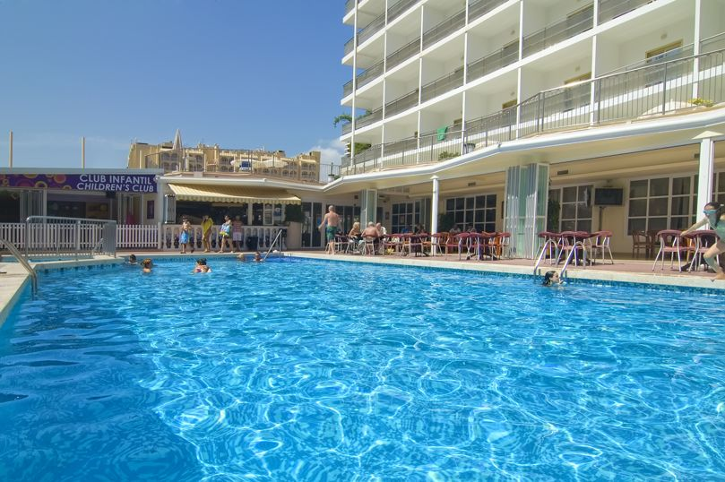 Swimming pool Hotel Servigroup Nereo Benidorm