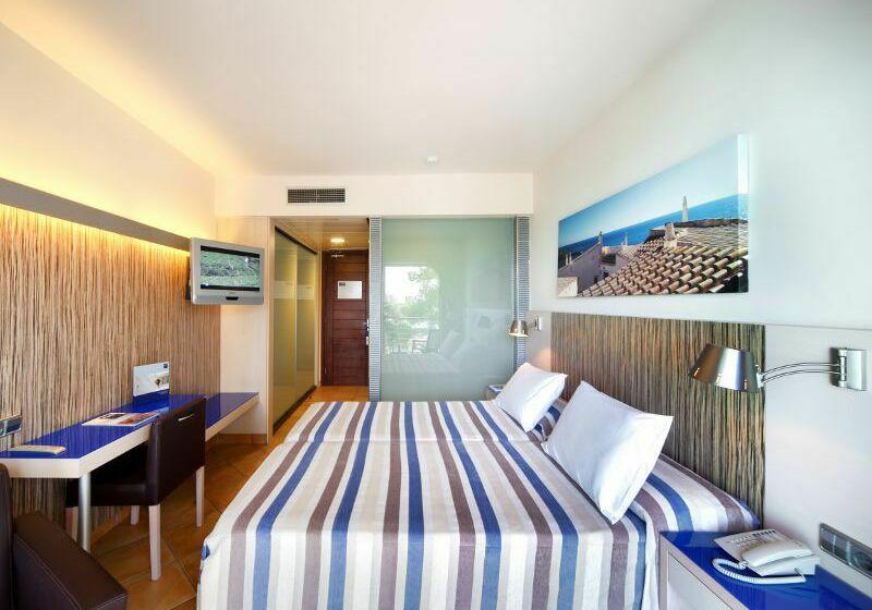 Room Hotel Barceló Pueblo Menorca Sant Lluis