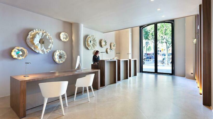Front desk Hotel Condes de Barcelona