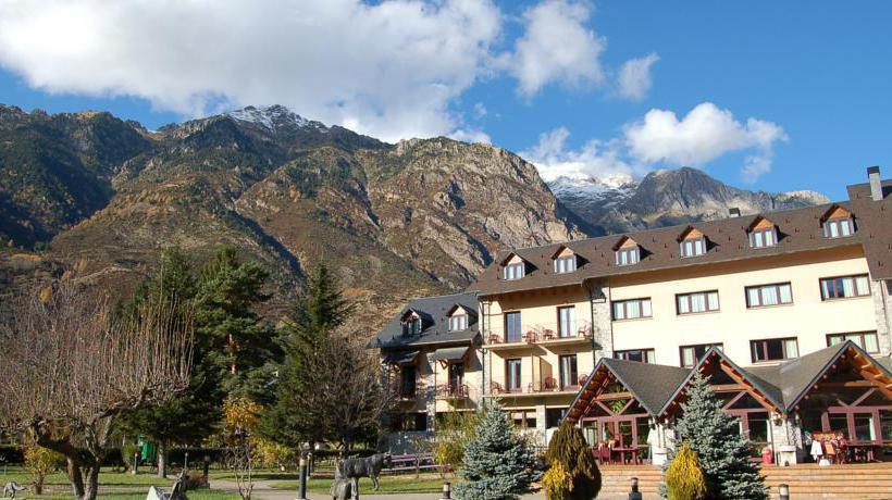 Outside Gran Hotel Benasque Spa