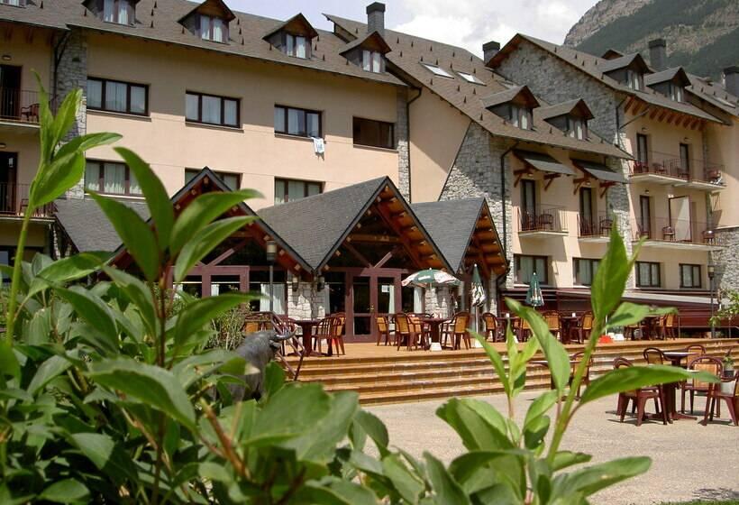 Outside Gran Hotel Benasque Spa