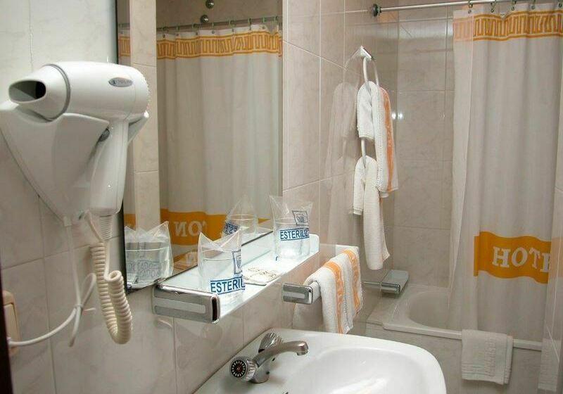 Bathroom Hotel Ton Sanxenxo