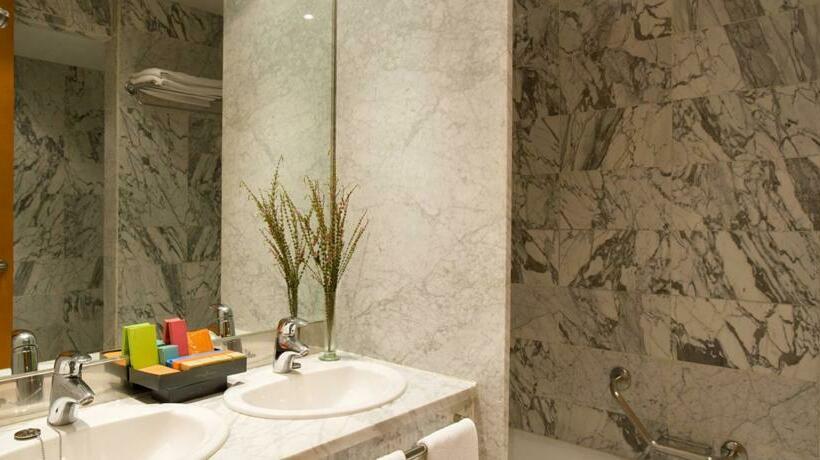 Bathroom Hotel Silken Al-Andalus Palace Seville