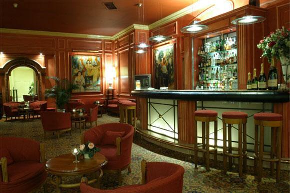 B4 Grand Hotel Lyon