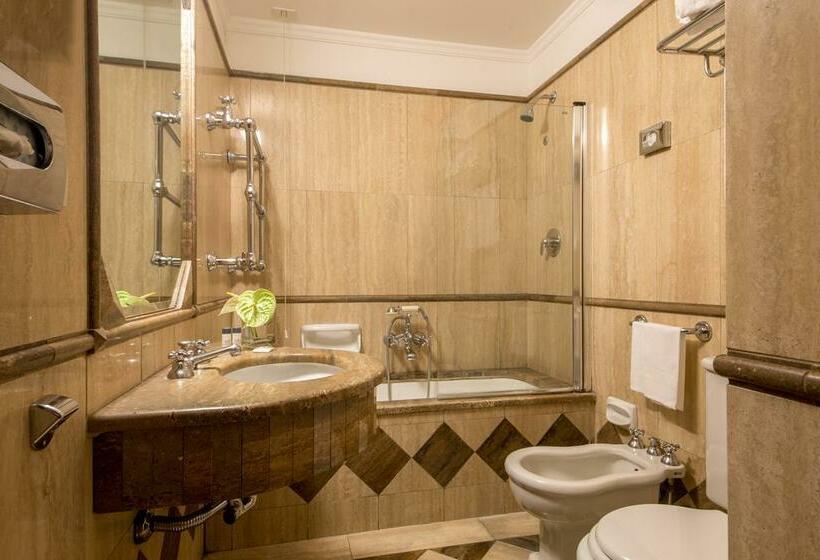 Cuarto de baño Hotel Savoy Roma