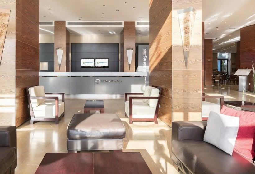 Recepción Hotel Ilunion Valencia 4