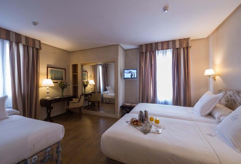 Room Hotel Príncipe Pio Madrid