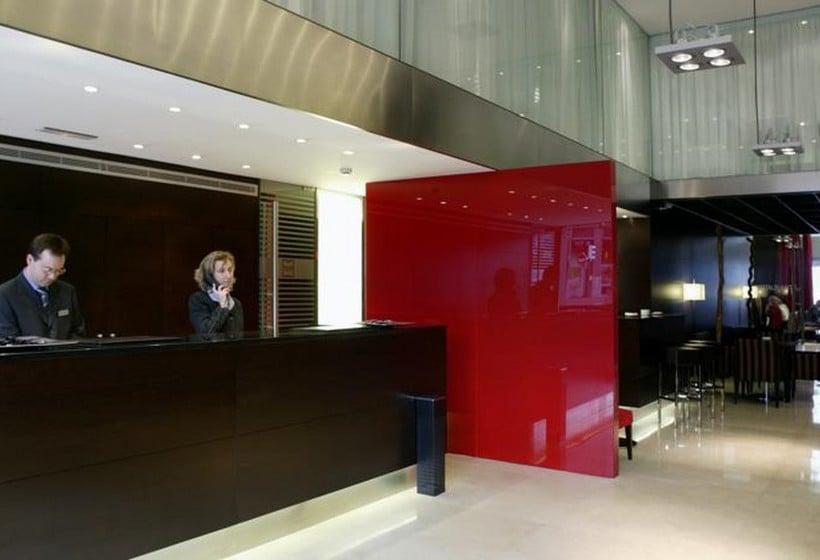 Front desk Hotel Zenit Bilbao