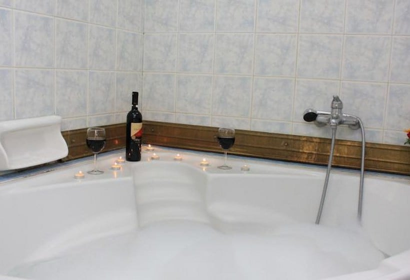 Bathroom Hotel Hellinis Athens
