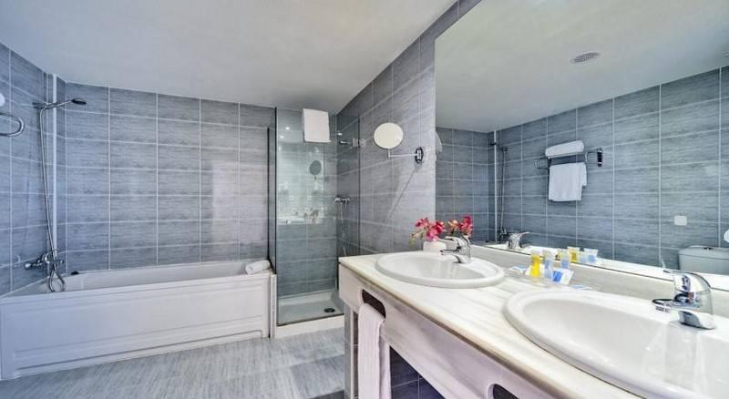 Bathroom Cabogata Garden Hotel & Spa El Toyo