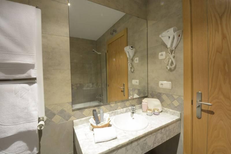 Bathroom Hotel Campos de Castilla Soria