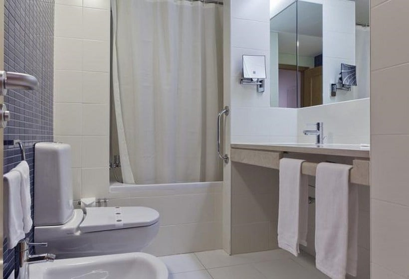 Bathroom Lux Fatima Park Hotel Suites & Residence