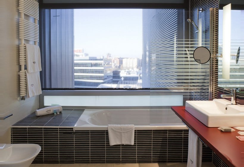 Bathroom Hotel Ilunion Atrium Madrid