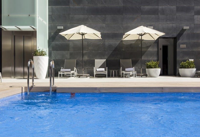 Swimming pool Hotel Ilunion Atrium Madrid