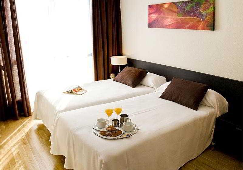 Room Aparthotel Compostela Suites Madrid