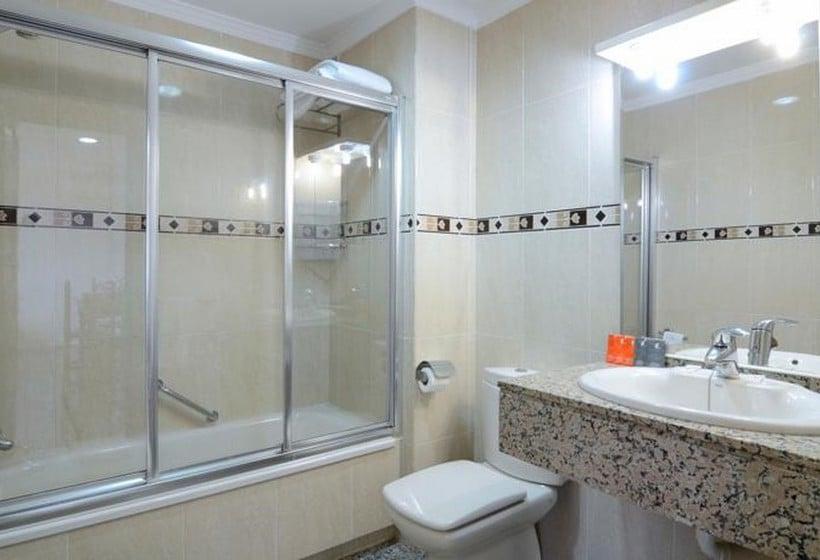 Bathroom Apartamentos Nuriasol Fuengirola