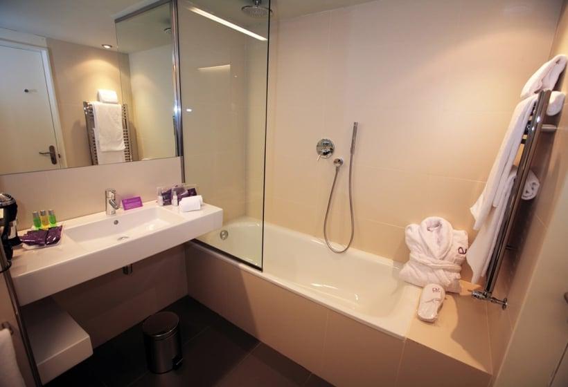 Bathroom Hotel Ayre Rosellón Barcelona
