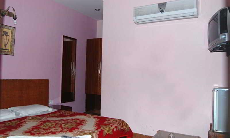 Hotel Ambica Deluxe New Delhi
