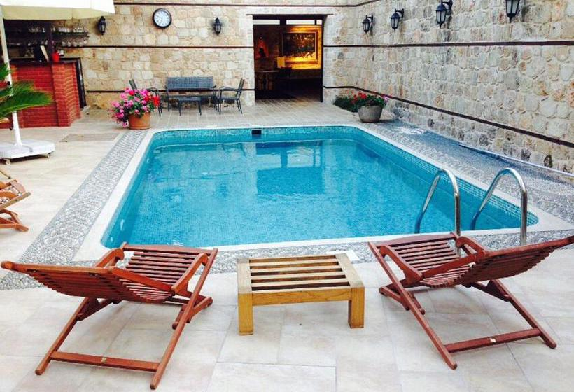Swimming pool Hotel Kaucuk Antalya