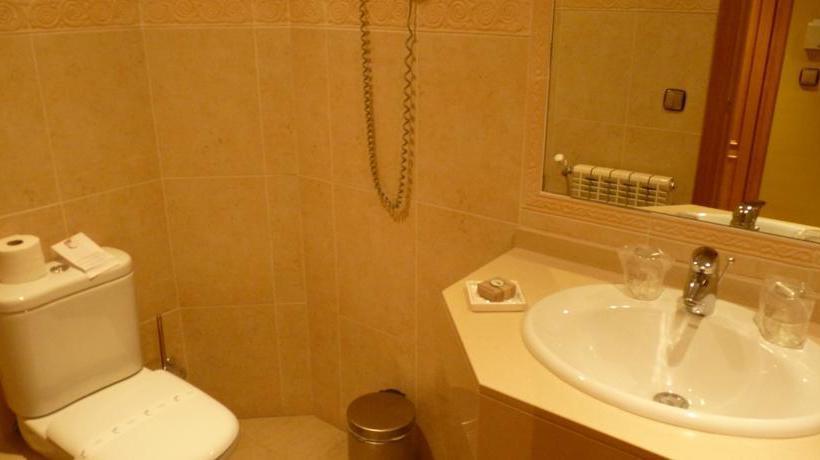 Bathroom Hotel Petit  Pas de la Casa