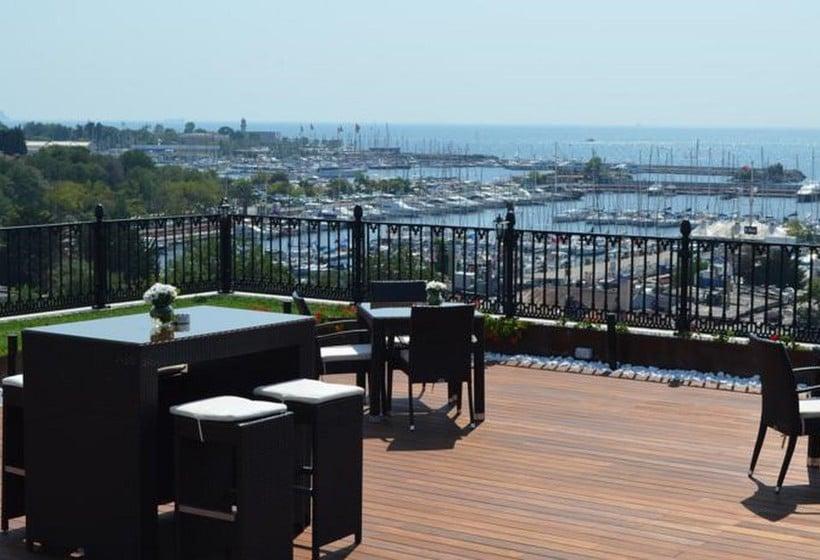 Terraza Hotel Wyndham Grand Istanbul Kalamis Marina Estambul