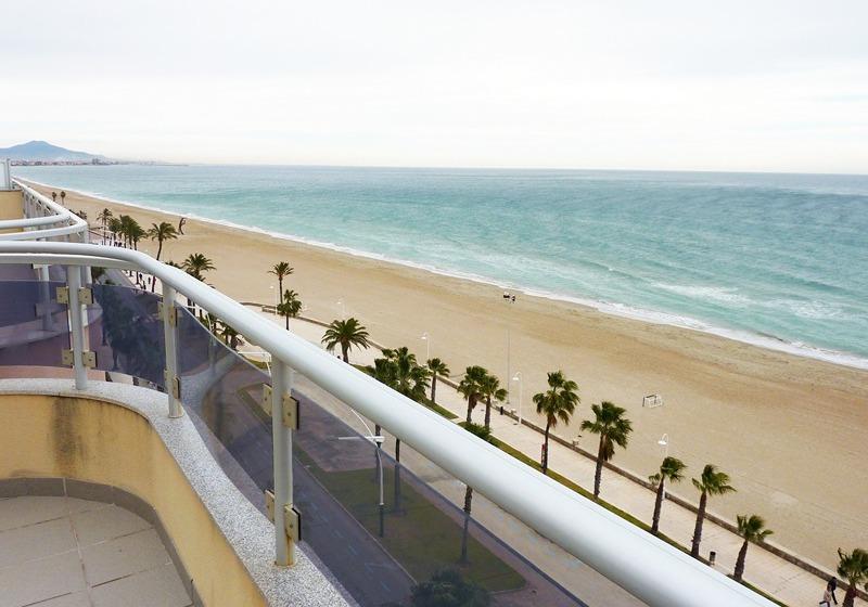 Apartamentos papa luna 3000 en pe scola destinia for Hotel playa peniscola