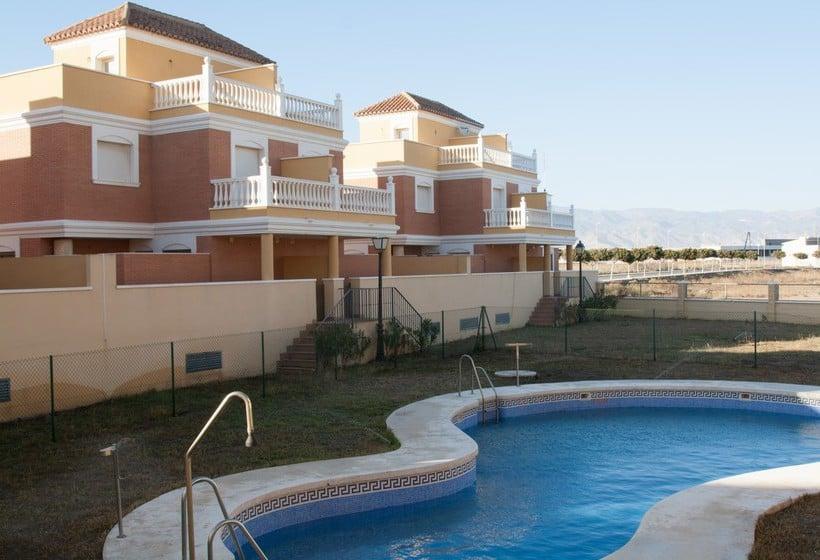 Apartamentos beach park roquetas en roquetas de mar destinia - Apartamentos argar almeria ...