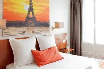 Alyss Saphir Cambronne Eiffel - Paris