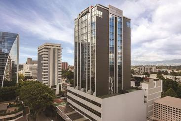 Radisson Hotel & Suites Guatemala City - مدينة جواتيمالا