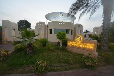 Umm Al Quwain Beach Hotel - Umm al Qaiwain