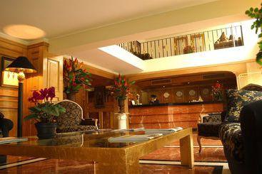 Suites Del Bosque - Lima
