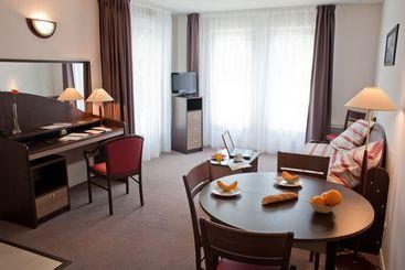 hotel holiday inn paris versailles bougival en bougival destinia. Black Bedroom Furniture Sets. Home Design Ideas