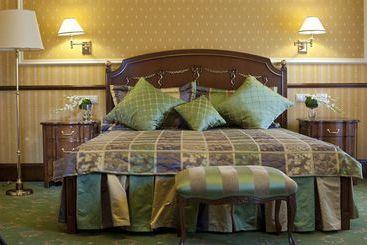 Bristol Hotel -