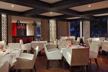 Radisson Blu Udaipur Palace Resort & Spa - Udaipur