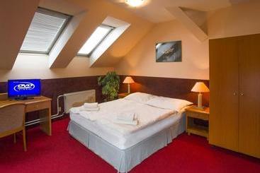 A Plus & Hostel - Praga