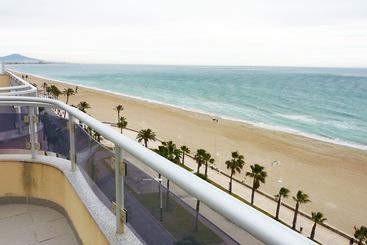 Apartamentos pe iscola playa habitat costa en pe scola for Hotel playa peniscola