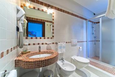 Hotel palace bibione las mejores ofertas con destinia - Hotel bibione con piscina ...