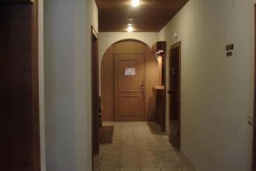 hotel mayer germering las mejores ofertas con destinia. Black Bedroom Furniture Sets. Home Design Ideas