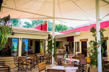 Hotel la casa de mamapan en ahuachap n destinia - Hostal el jardin benidorm ...