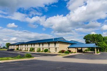Super 8 motel winfield quail ridge area en winfield destinia for Winfield motor company winfield ks