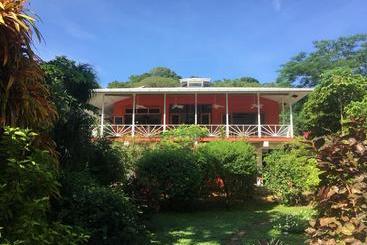 Turtle Beach House - Bocas del Toro