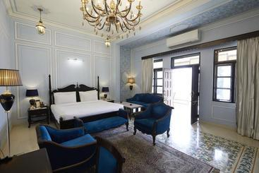 Grand Uniara A Heritage Hotel - ג'איפור