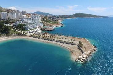 Santa Quaranta Premium Resort - Sarande