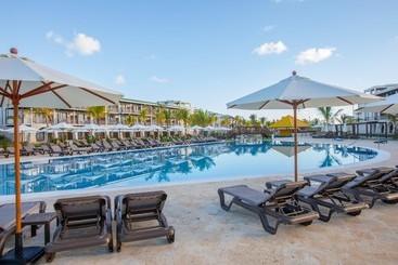 Swimming pool Hotel Ocean El Faro El Beso  Adults Only All Inclusive Punta Cana
