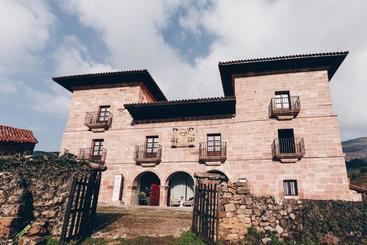 Arha Casona De Carmona (antiguo Parador De Carmona-cantabria) - Carmona