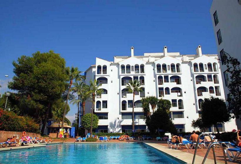 Piscina Aparthotel PYR Marbella