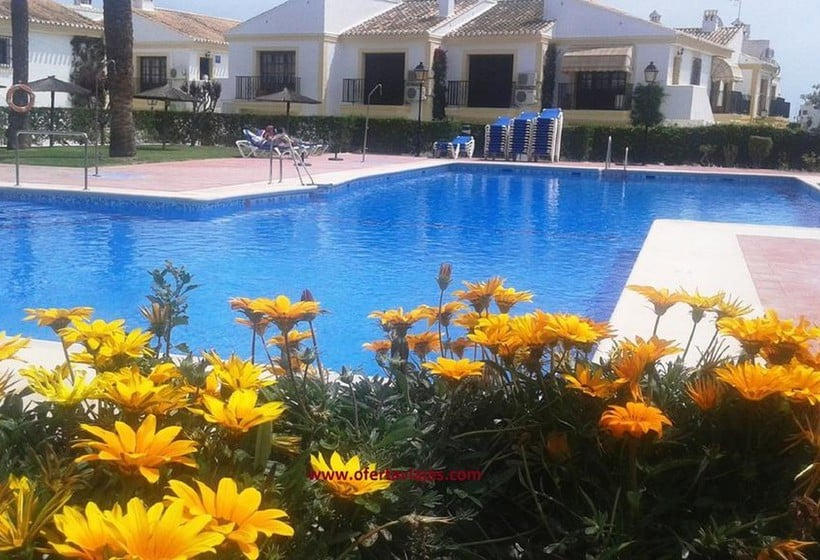 Piscina Apartamentos Vera Coast